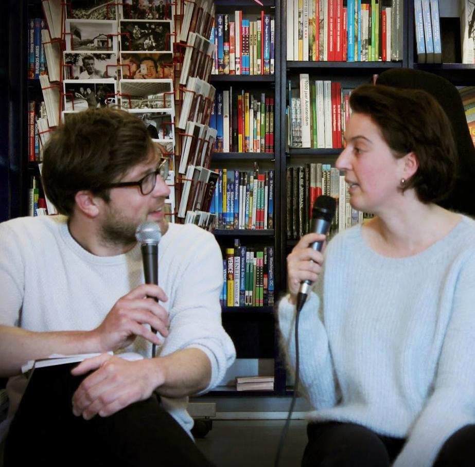 Toine Donk en Samira Ben Laloua bij Athenaeum Nieuwscentrum, Amsterdam, 24 april 2015